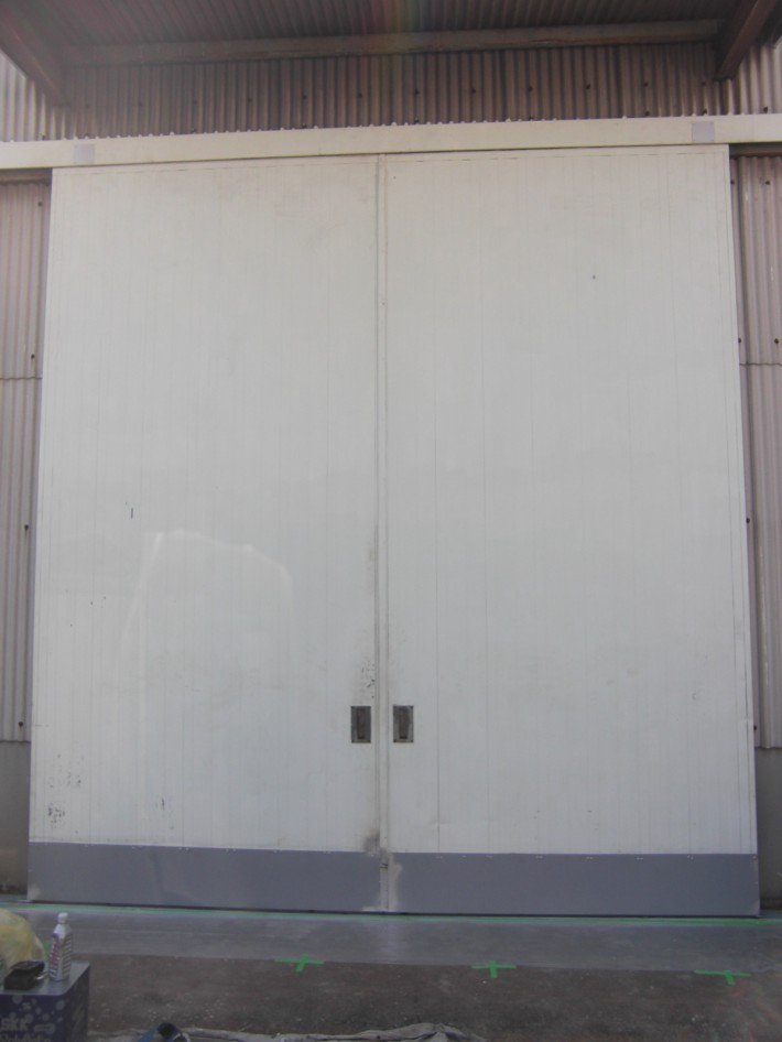 名古屋市守山区A様倉庫 ハンガー扉塗装工事