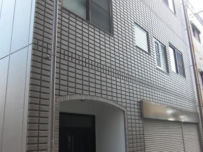 外壁材は下塗り・上塗り共にエスケー化研の水性ソフトサーフSG塗布後、超低汚染・超耐久型水性塗料「...