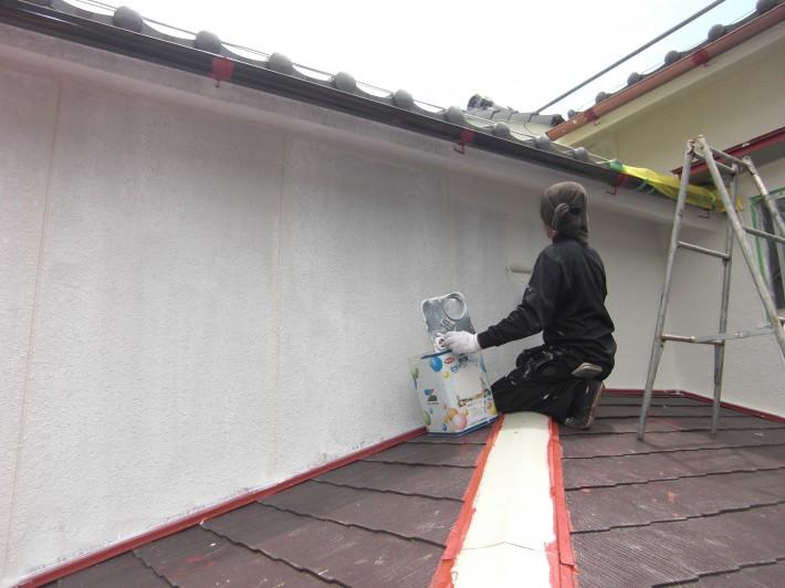 外壁 上塗り1回目 水性セラミシリコン