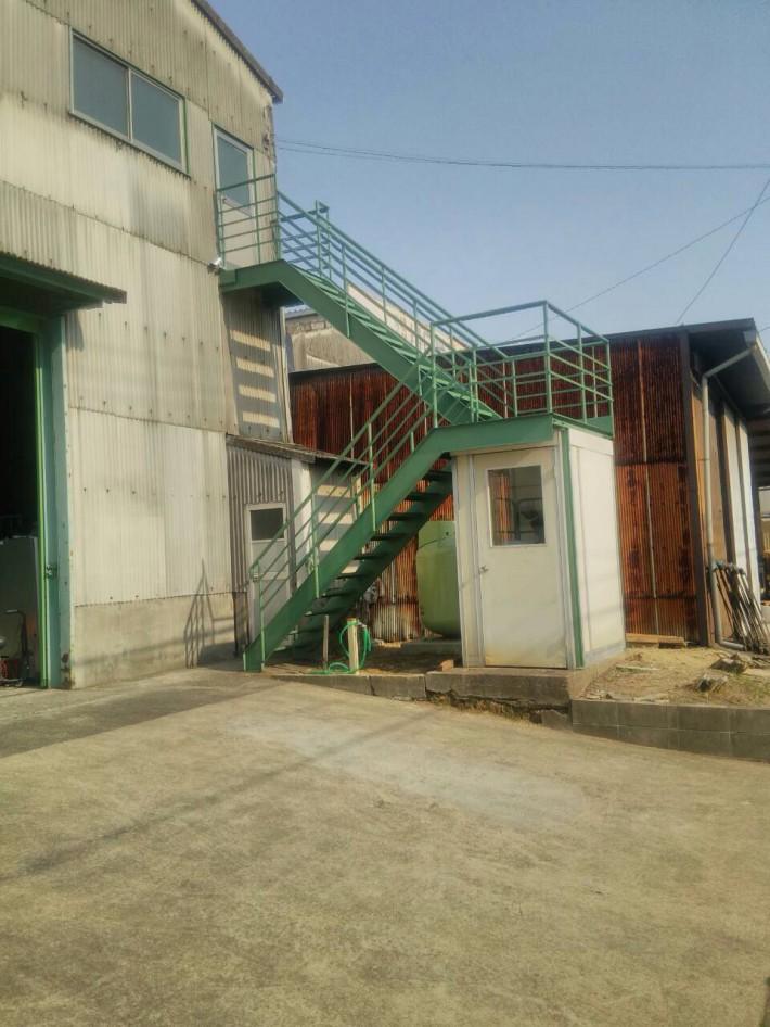 名古屋市北区 H様倉庫鉄骨階段塗装工事