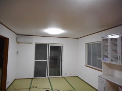春日井市K様には、LDK天井・壁、トイレ天井・壁クロス張替工事もご依頼を受けて感謝感謝です。 レイ...