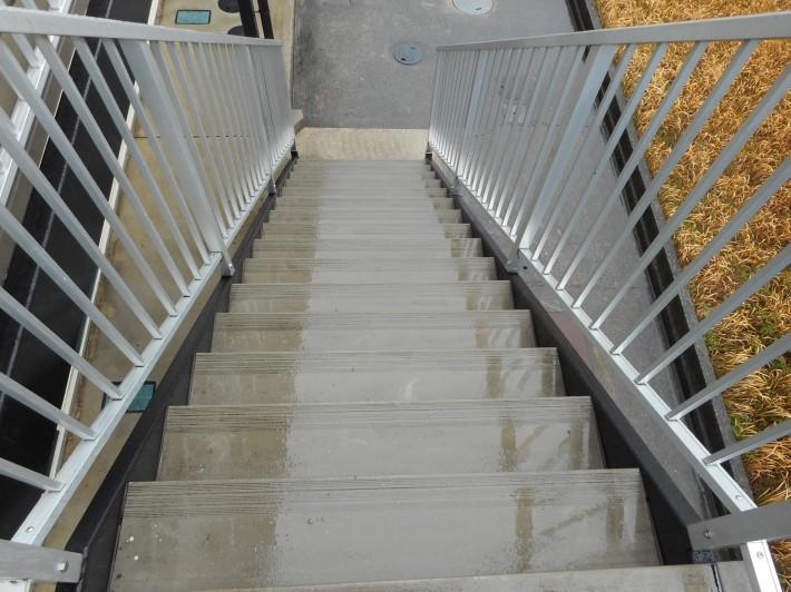 階段床高圧洗浄後