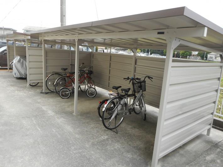 自転車置き場施工後