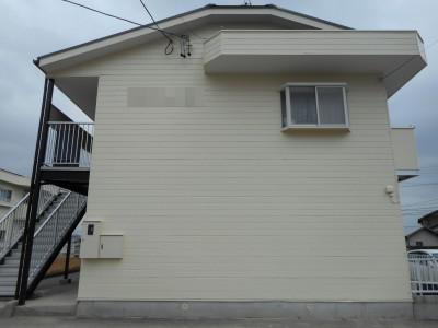こちらのアパートは、前回の塗り替えより10年してからのご依頼で、外壁はかなりチョーキングしており...