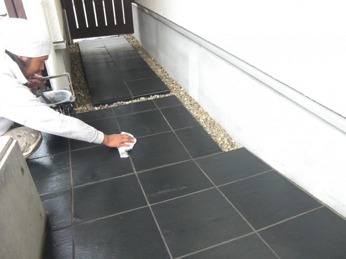 玄関床タイル上塗り