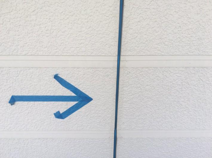 既存シーリング撤去 外壁目地部分は、亀裂・断裂した既存シーリングを撤去し打ち替えです。