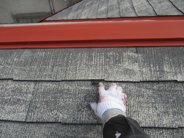 タスペーサー挿入 カラーベストの隙間を確保し、雨漏り防止になります。