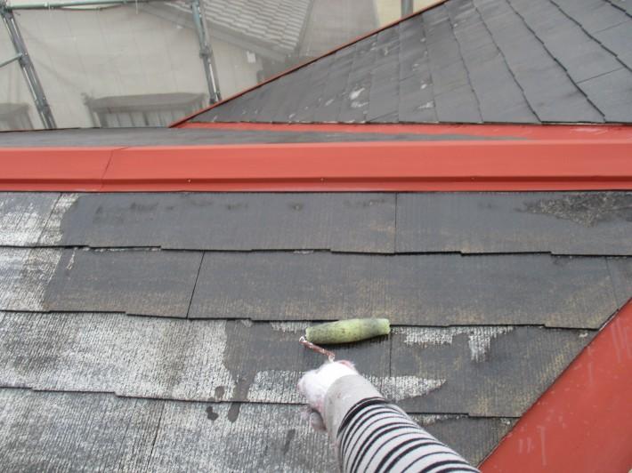 下塗り2回目 劣化が激しく、下塗り材の吸い込みも激しかった為、2回塗りしました。