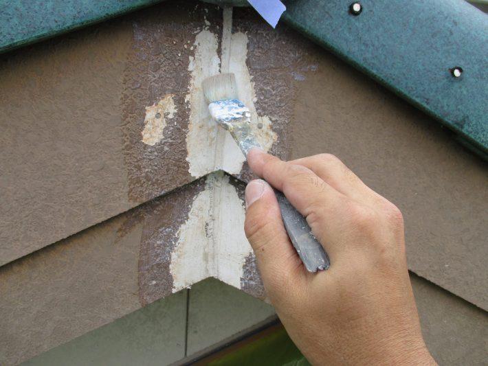 補修 下塗り 密着性を良くするための作業です。簡単に説明するとボンドのような役割です。