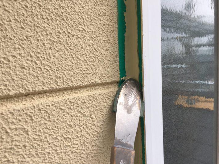シーリング均し 規定量の厚みを確保し綺麗に均します。 ただ均すだけでなく,内部に空洞ができないように最低1往復,押さえ込むようにします。
