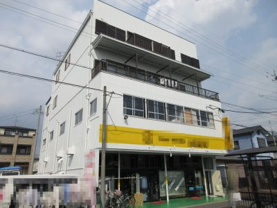 江南市O様は、店舗兼住宅とゆう事で、正面の作業は定休日限定で日程を調整して作業しました。耐久年数...