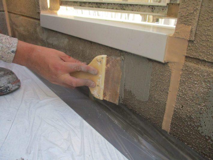 下地補修 カチオンフィラーで脆弱なサイディングかべを補修
