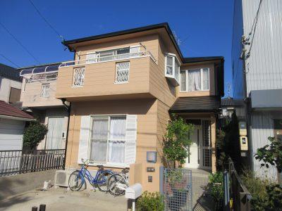 春日井市H様邸のご紹介です。築25年で初めての塗り替えです。カラーベストの屋根がびっしりとコケ・カビ...