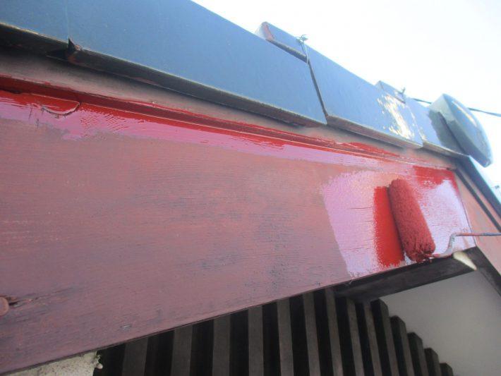 下塗り 木部の劣化が著しかった為、吸い込み止めとして塗ります。