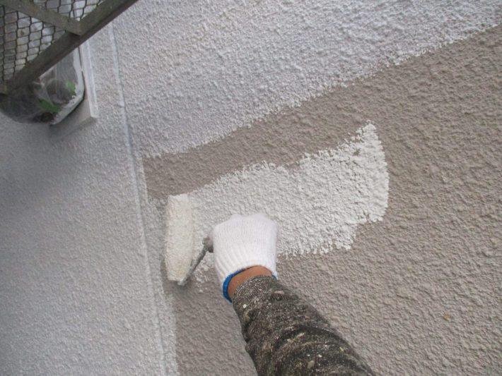 下塗り 密着性を良くするための作業です。簡単に説明するとボンドのような役割です。