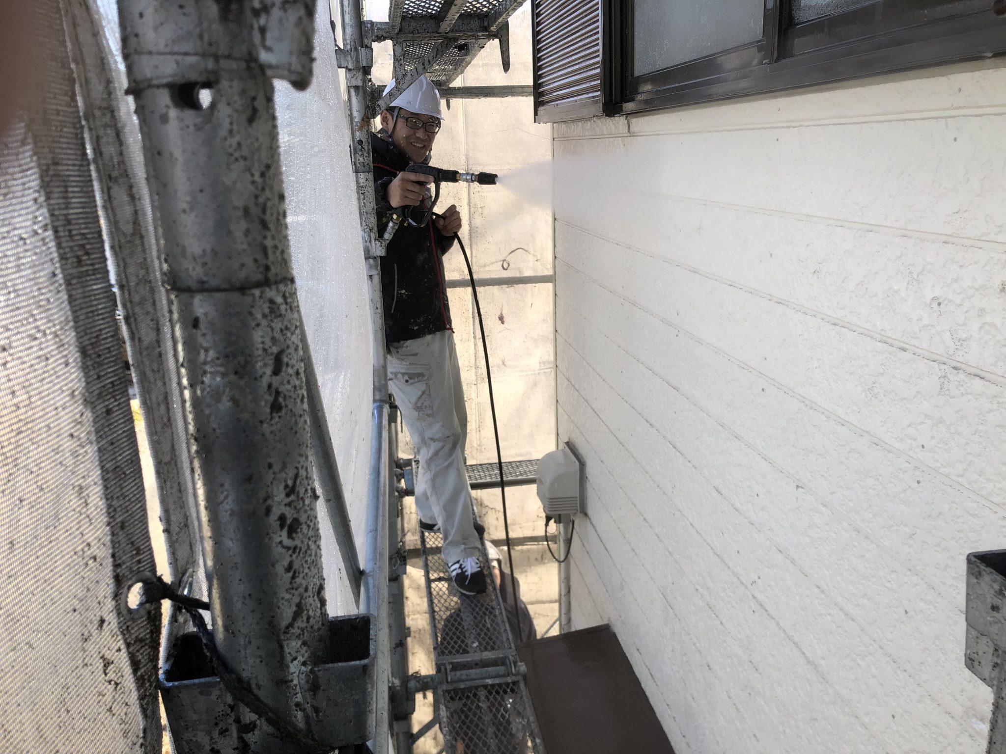 外壁シリコン・屋根フッ素塗装現場