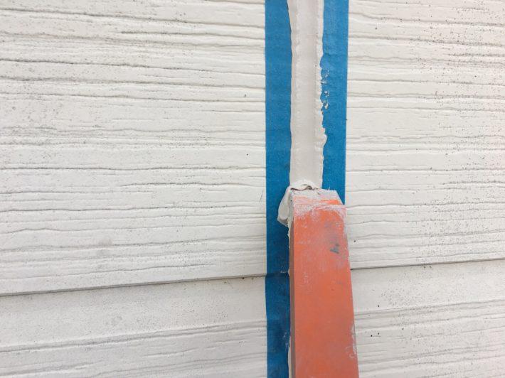 シーリング均し 規定量の厚み確を確保し綺麗に均します。 ただ均すだけでなく,内部に空洞ができないように最低1往復,押さえ込むようにします。