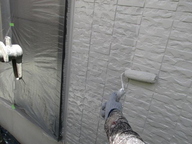 上塗り 塗り残しや、塗りムラを無くし 美観性と耐候性を高めます
