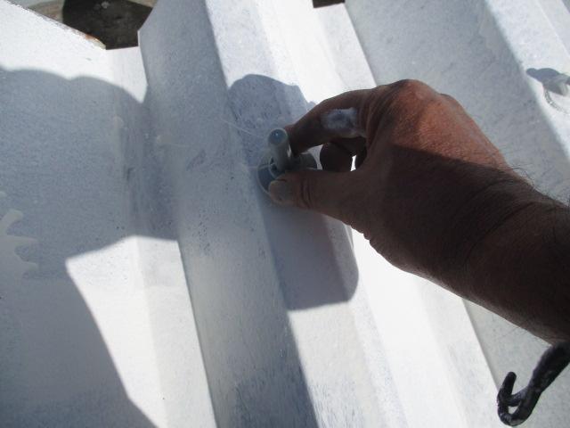 ボルトキャップ取り付け ボルトからの雨漏りの防止になります。