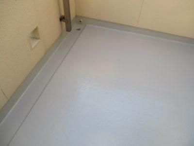 春日井市花長町 O様邸のベランダ床塗装のご紹介です。 5年前に外壁塗装をした時に一緒にベランダ床...