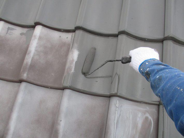 中塗り 優れた浸透力で高い密着性を発揮する、 シーラレス材料ですので、直接中塗りから施工します。