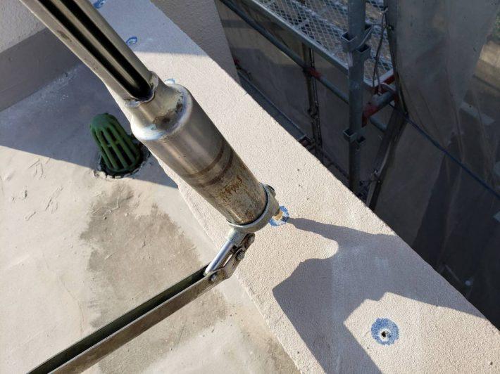 注入 アンカーピン固定用エポキシ樹脂を挿入孔の最深部より徐々に充填します。