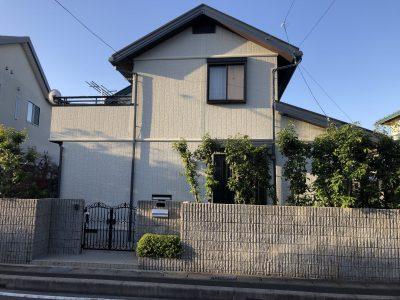 春日井市六軒屋町西 S様邸の外壁・屋根塗装のご紹介です。 築20年で10年前にの塗り替えをされており...