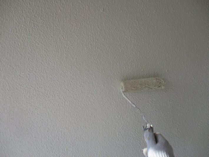 上塗り 塗り残しや、塗りムラを無くし 美観性と耐候性を高めます。