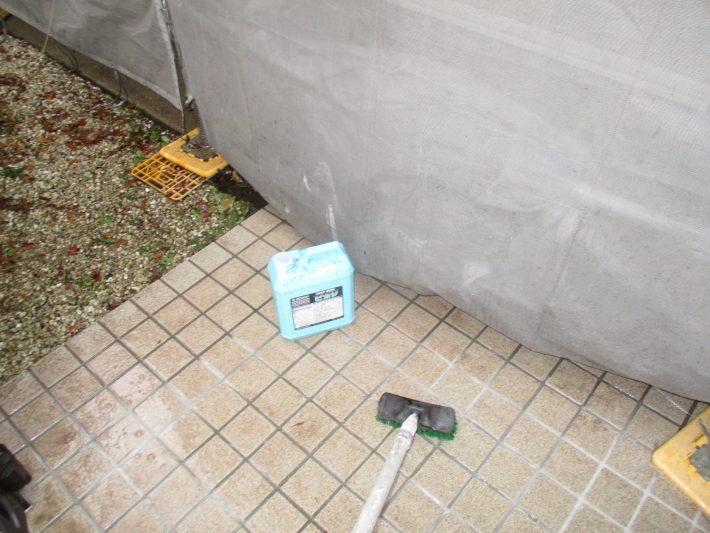 薬品洗浄 高圧洗浄で取れない汚れを薬品洗浄します。
