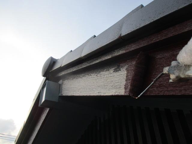 下塗り 木部専用下塗り材で吸い込みを止めます。
