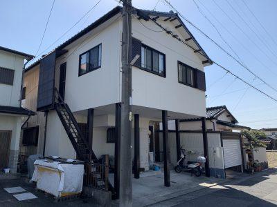 春日井市稲口町 Y様邸のご紹介です。 築30年で2回の塗り替えになります。台風でナミイタが飛んでし...