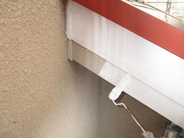 下塗り 塩ビ鋼板専用下塗り材を塗布します。