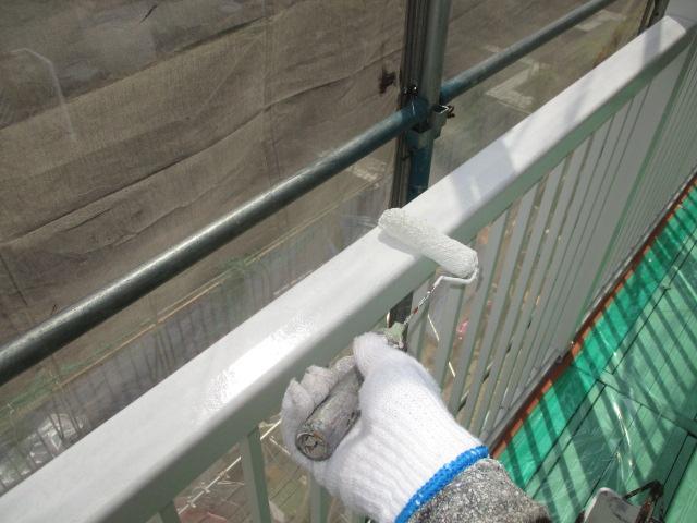下塗り アルミ専用下塗り材を塗布します。