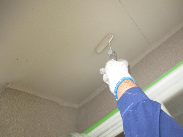 下塗り2回目 上塗り材の補強や平滑な下地を作り、塗膜の厚みを確保します。