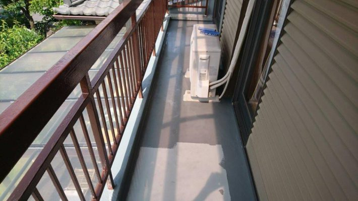 トップコート 風雨や紫外線で塗膜が劣化するのを防止するために、保護塗料を塗ります。