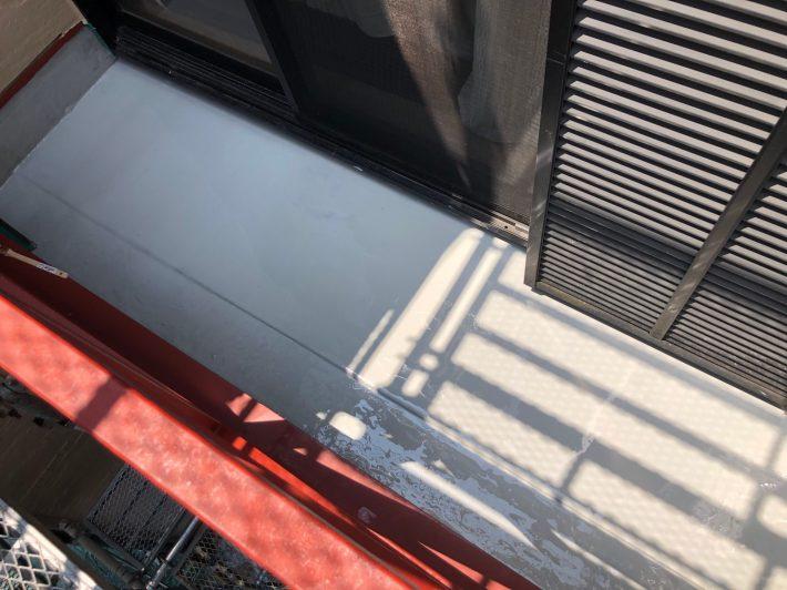 ウレタン防水1層目施工後 ウレタン塗膜防水材を1層目塗布します。