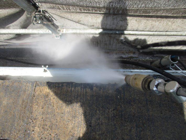 高圧洗浄 長年のゴミを洗い流し、詰まっている箇所があれば貫通させます。
