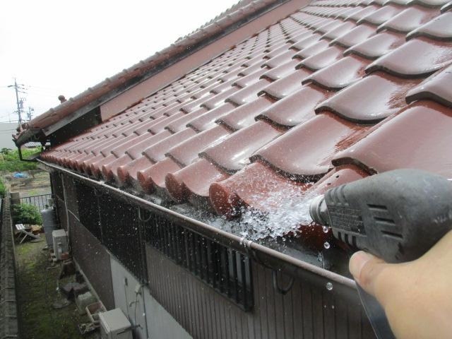 高圧洗浄 ながねんのゴミを洗い流し、詰まっている箇所があれば貫通させます。
