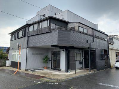 春日井市南下原町 T社様社屋の外壁塗装のご紹介です。 前回8年前に塗り替えをされておりましたが、...