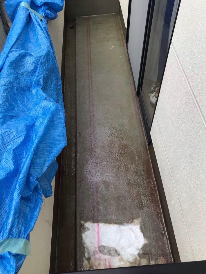 ガラスマット張り FRP樹脂でガラスマットを接着し、その後もう一度FRP樹脂を塗ります。