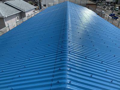 春日井市大手町 リサイクルショップ様 屋根塗装のご紹介です。色褪せしてきたので、雨漏りしないう...