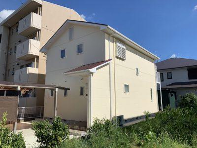 春日井市朝宮町 I様邸の外壁・屋根塗装のご紹介です。 築25年で2回目の塗り替えになります。北面が...