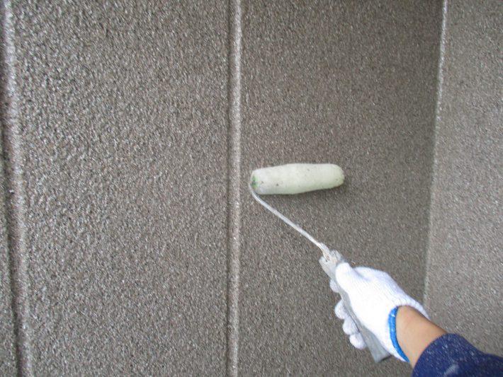 下塗り1回目 現在の吹付材をより強固に固める作業になります。