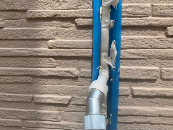 シーリング充填 空気が入らない様に慎重にたっぷりと打ち込みます。 空気が入るとあとから膨張してシーリングが破裂します