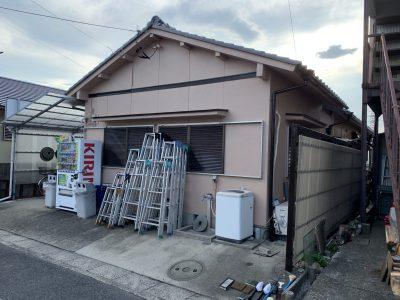 春日井市知多町M様邸の外壁塗装のご紹介です。 築40年で初めての塗り替えになります。工事中は色々と...