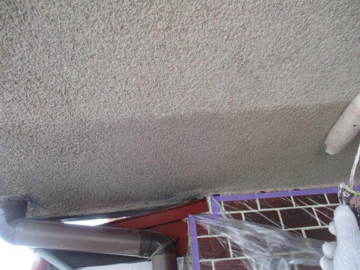 下塗り 現在の吹付材をより強固に固める作業になります。