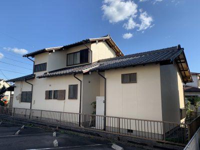 春日井市白山町M様邸の外壁塗装のご紹介です。 築35年で3回目の塗り替えになります。工事中は台風が...