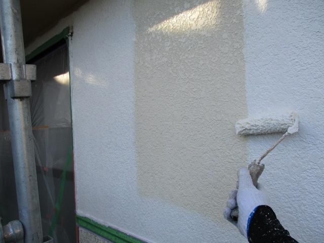 下塗り2回目 細かいひび割れを埋めます。