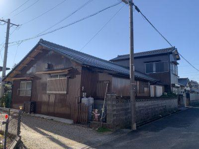 春日井市前並町 H様邸の外壁塗装のご紹介です。 築30年で初めての塗り替えになります。錆が出てきて...