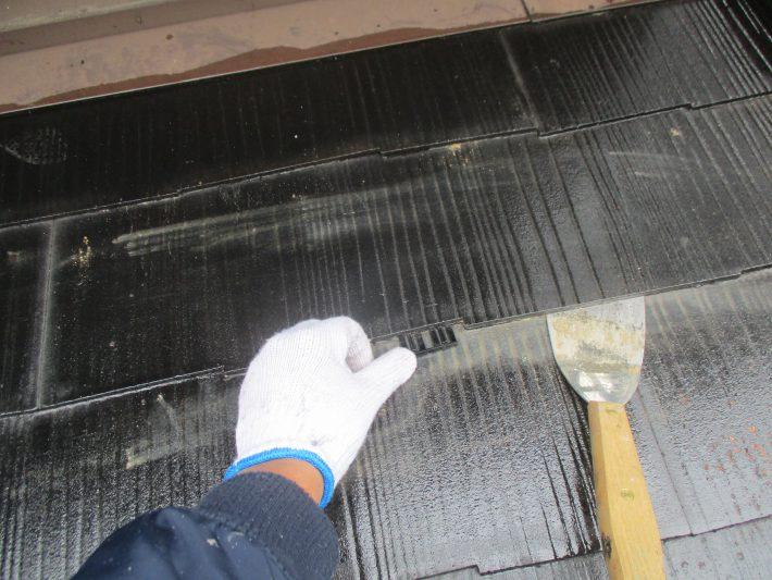 タスペーサー挿入 塗料で隙間が埋まらない様に隙間を確保し、雨水の流れと通気性を良くします。